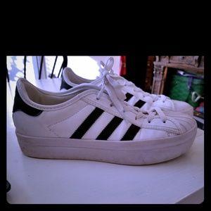 Adidas zapatos con plataforma poshmark usado suavemente Superstar